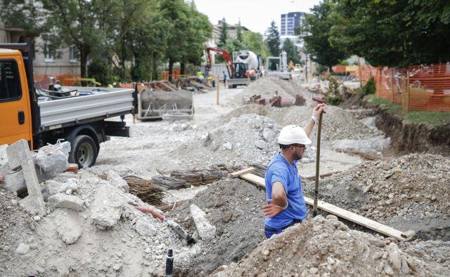 Na fotografiji gradbišče na Parmovi ulici v Ljubljani. Foto Uroš Hočevar
