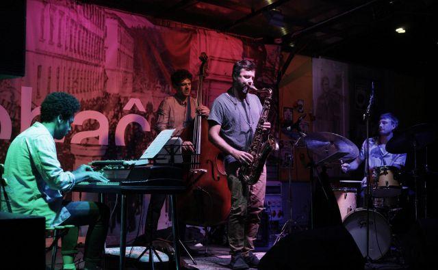 Jazz ponedeljek se je ta teden začel z mednarodno zasedbo Scopes, ki se ji je pridružil naš saksofonist Jure Pukl. Foto Andrej Predin