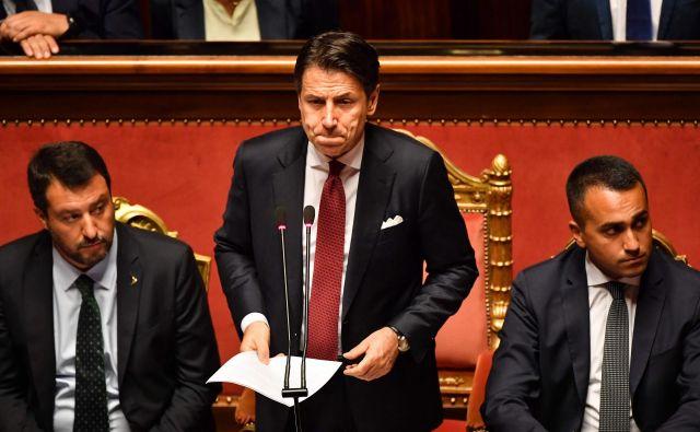 Italijanski premier Giuseppe Conte je med govorom v senatu ostro napadel voditelja Lige Mattea Salvinija in mu pripisal krivdo za vladno krizo. Foto Afp