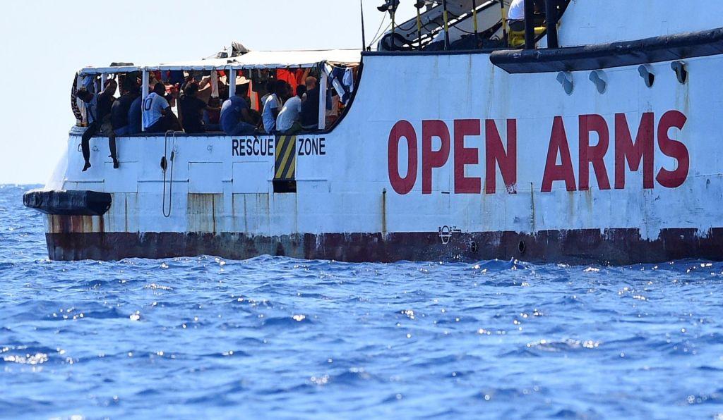 FOTO:Italijanski tožilec odredil izkrcanje migrantov z ladje Open Arms