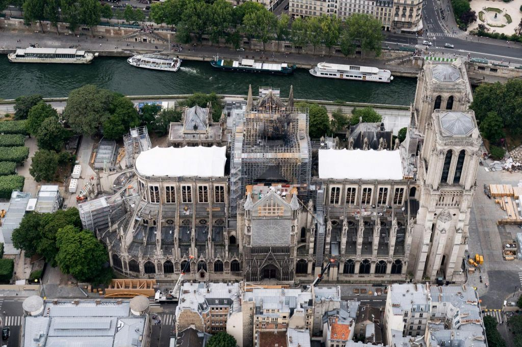 Notredamska katedrala: Nevidna svinčena nevarnost