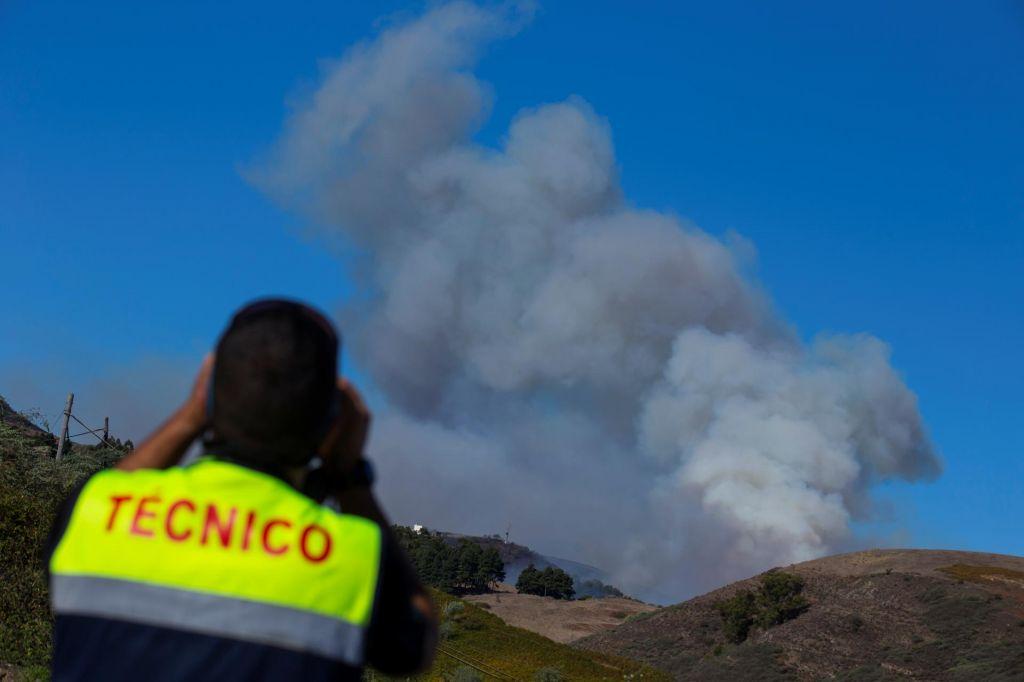 FOTO:Na Gran Canarii napredujejo v boju proti požaru