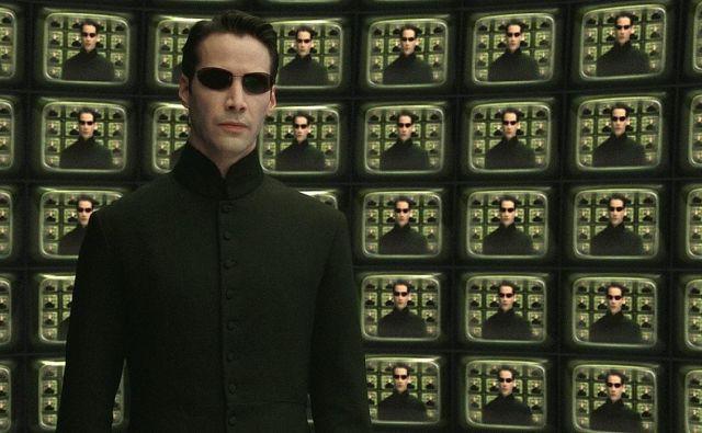 Vloga Nea v trilogiji Matrica (prvi film je nastal leta 1999) je postala kultna.