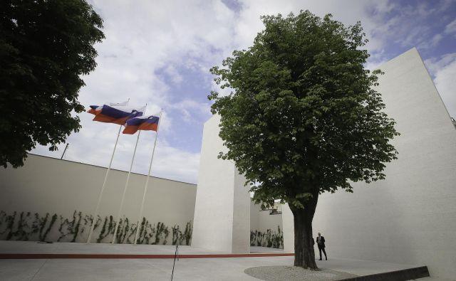 Slovenija, ki ima od leta 2017 na Kongresnem trgu v Ljubljani spomenik vsem žrtvam vojn, je med najbolj zadržanimi državami EU, kar zadeva komemoracijo ob dnevu spomina na žrtve totalitarizma. FOTO: Jože Suhadolnik