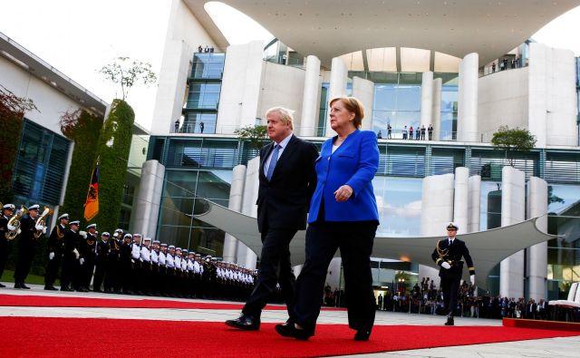 Boris Johnson je za prvi obisk v tujini izbral Berlin. Foto: Reuters