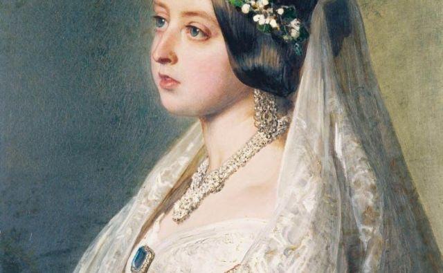 Pred Viktorijino poroko so kraljevske neveste nosile bogate kraljevske insignije, s hermelinovino obrobljene obleke z dragulji. Njena belina je za vselej spremenila poročne obleke. Foto Historic Royal Palaces