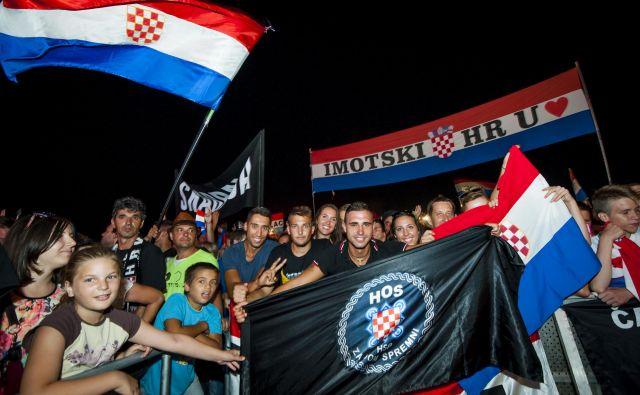 V Kninu se vedno znova poleti spominjajo hrvaške vojne zmage v operaciji Nevihta, a miru očitno tam še vedno ni. FOTO CROPIX