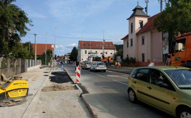 Na križišču Vodnikove in Šišenske je bil promet močno oviran že v sredo. FOTO Aleš Stergar/Delo
