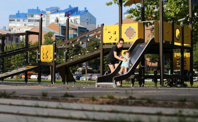V lani odprtem parku Muste so igrala prilagojena tudi otrokom z gibalno oviranostjo. FOTO: Tomi Lombar/Delo