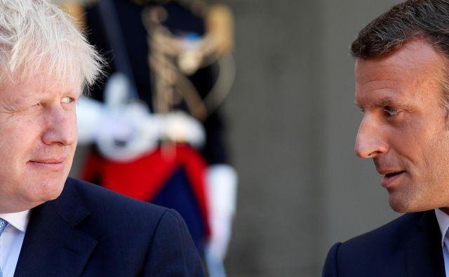 Britanski premier Boris Johnson se danes mudi pri Emmanuelu Macronu. Foto: Afp