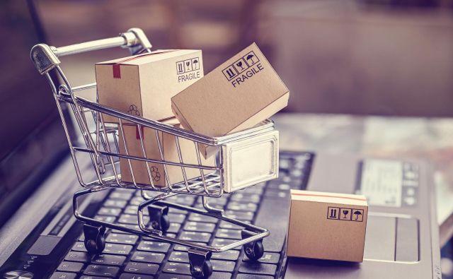 Delež spletnih kupcev je bil lani v EU že 69-odstoten. Foto Shutterstock