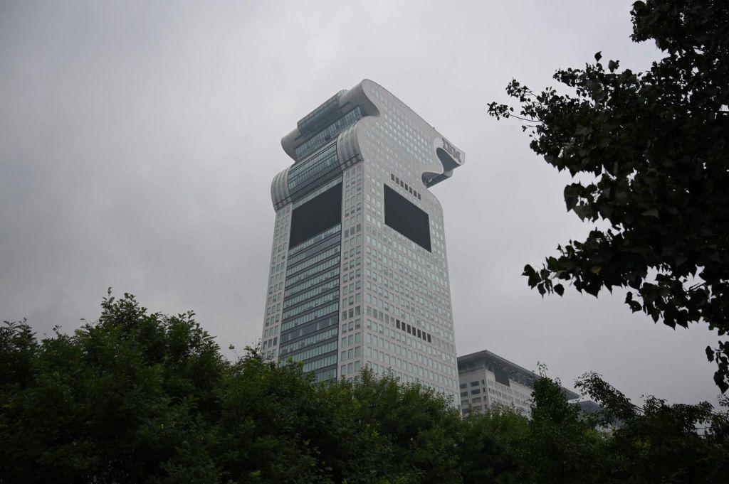 Zasežena pekinška stolpnica v obliki zmaja na Alibabi šla za med
