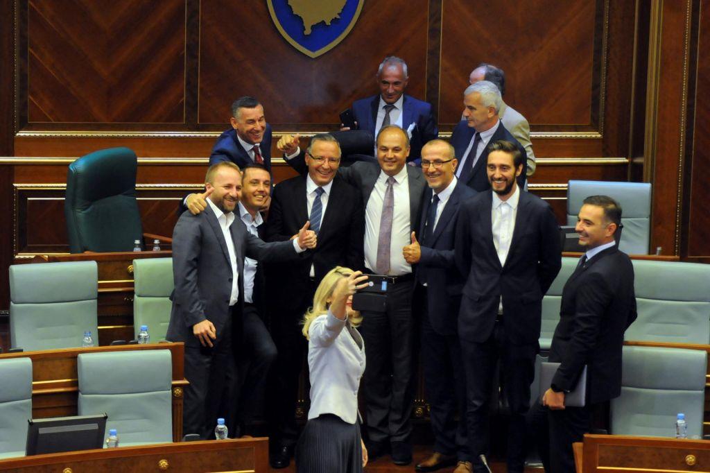 Predčasno slovo kosovske vladajoče vojne koalicije