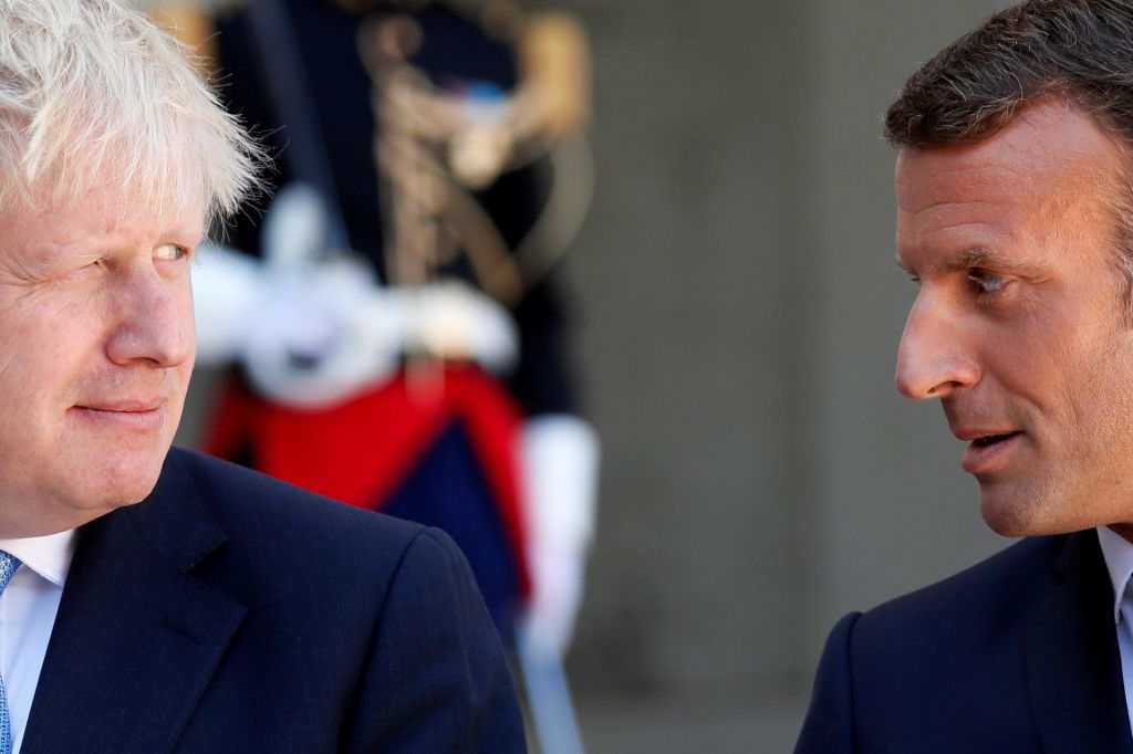 Macron prikimal Merklovi ...