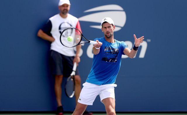 Novak Đoković je pred OP ZDA odigral en turnir, in sicer v Cincinnatiju, kjer ga je v polfinalu ugnal Daniil Medvedjev. Z Rusom bi se lahko v New Yorku pomerila v četrtfinalu. FOTO: AFP