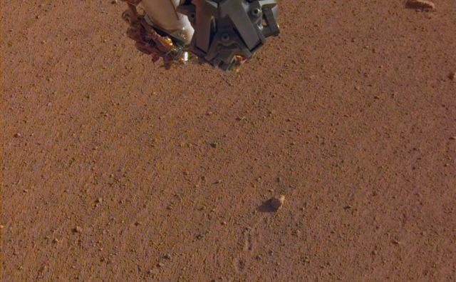 Kotaleči se kamenček. FOTO: NASA/JPL-Caltech
