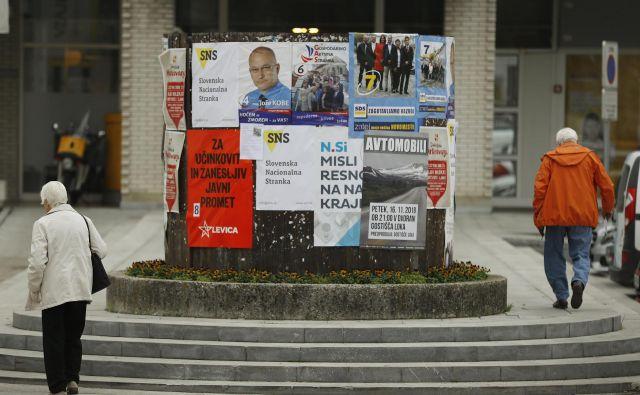 Največ političnih strank in list, ki praviloma nosijo imena kandidatov, nastane okoli lokalnih volitev. FOTO: Leon Vidic/Delo