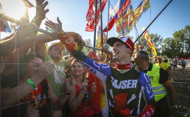 Tim Gajser se je takole veselil naslova v Italiji, v torek ga bo proslavil še v Mariboru. FOTO: Matej Družnik/Delo