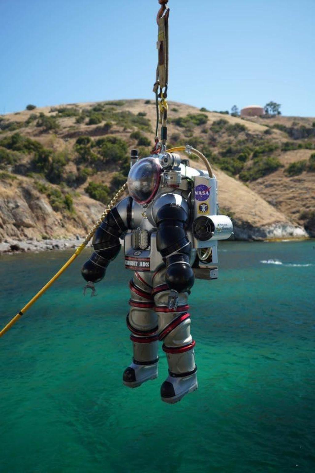 FOTO:Futuristični podvodni skafander