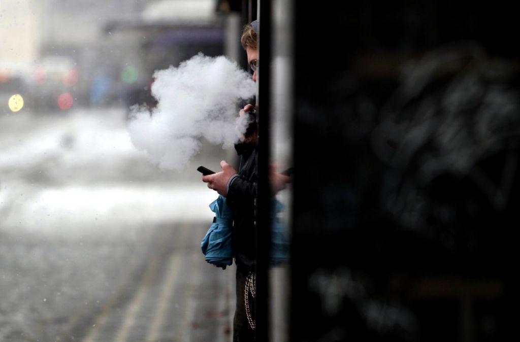 Zabeležili prvo žrtev bolezni, povezanih z elektronskimi cigaretami