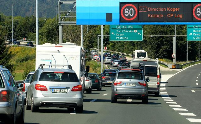 Voznikom, namenjenim proti Primorski, priporočamo uporabo vzhodne in južne obvoznice (fotografija je simbolična). FOTO: Blaž Samec/Delo