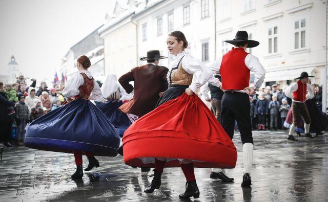 Med kranjskimi tradicionalnimi prireditvami je tudi Prešernov smenj. FOTO: Uroš Hočevar/Delo