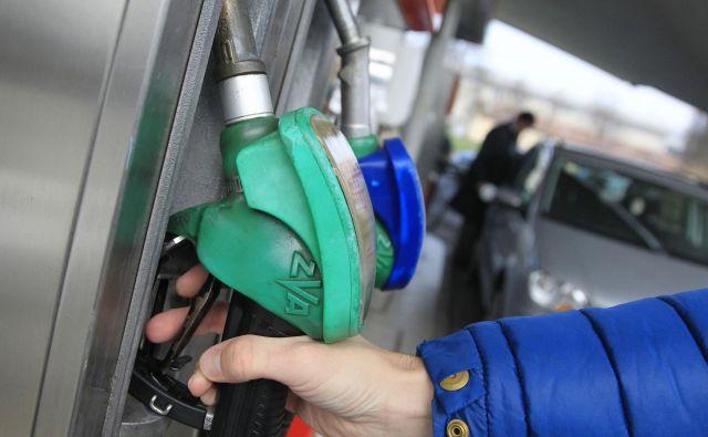 Liter bo cenejši za 2,8 centa. Cena dizelskega goriva ostaja nespremenjena. Foto Leon Vidic