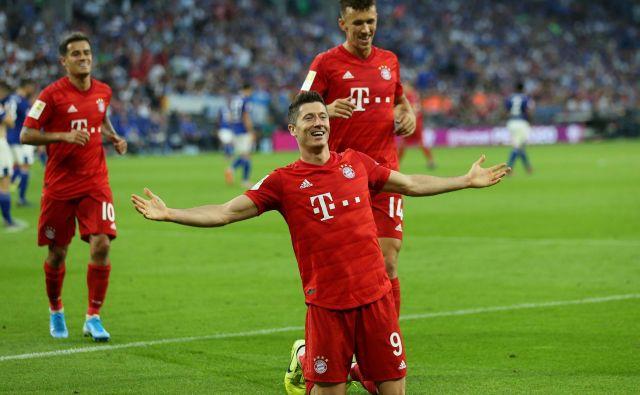 Naslednji teden bodo prišli v Stožice tudi napadalci Robert Lewandowski (Bayern), ki se je konec tedna takole veselil treh doseženih golov v bundesligi, Akadiusz Milik (Napoli) in Krzysztof Piatek (Milan). FOTO: Reuters<br />
