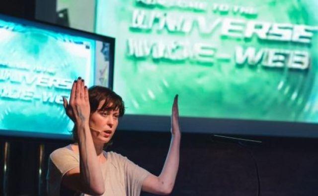 Predstavo <em>MTCD – Vizualna antologija mojega strojnega življenja</em> je pripravila v koprodukciji z zavodom za sodobne umetnosti Aksioma. FOTO: Kia K Transmediale