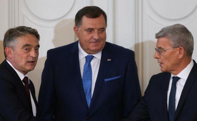 Tričlansko predsedstvo Bosne in Hercegovine sestavljajo Željko Komšić, Milorad Dodik in Šefik Džaferović. Od njihove izvolitve novembra lani se v BiH ni veliko premaknilo. Foto Reuters