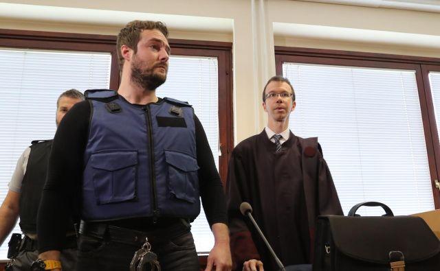 Abramov je sicer od 6. marca letos v priporu zaradi sumov, povezanih s spodletelo zavarovalniško goljufijo z odrezano roko. FOTO: Dejan Javornik