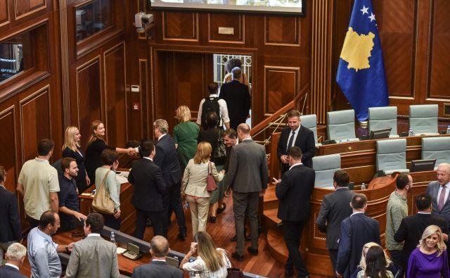 Kosovski poslanci so izglasovali razpustitev skupščine inodprli pot predčasnim volitvam. FOTO: Stringer/AFP