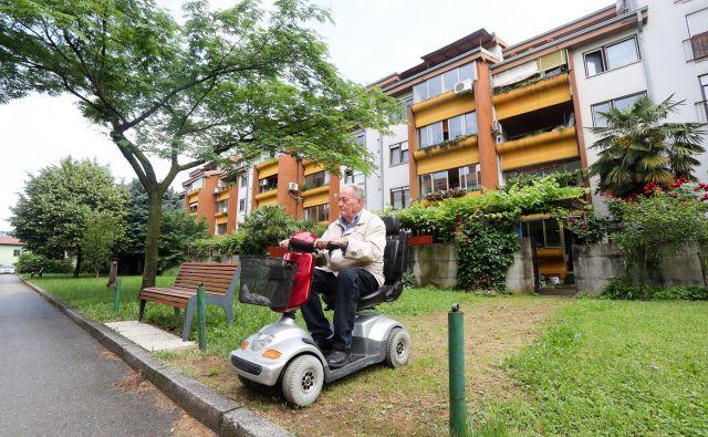 Klančine so za invalide na vozičku zelo pomembne, a jih marsikje še ni.<br /> Foto Marko Feist