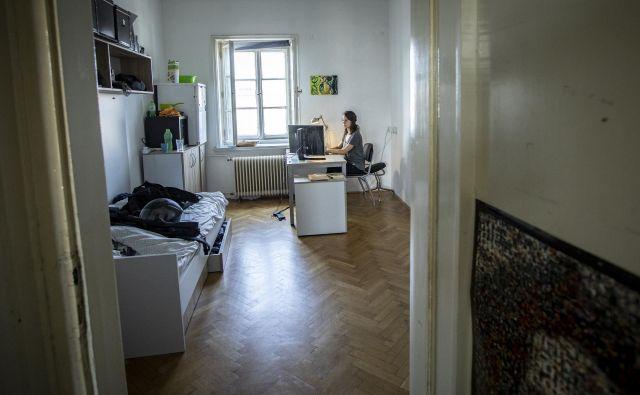 Cene najemniških stanovanj so previsoke, merila, po katerih celo bodoči sostanovalci izbirajo med kandidati, so včasih nerealna. FOTO: Voranc Vogel