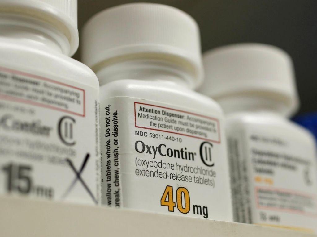 Farmacevtskemu podjetju Johnson & Johnson zaradi opioidov polmilijardna kazen