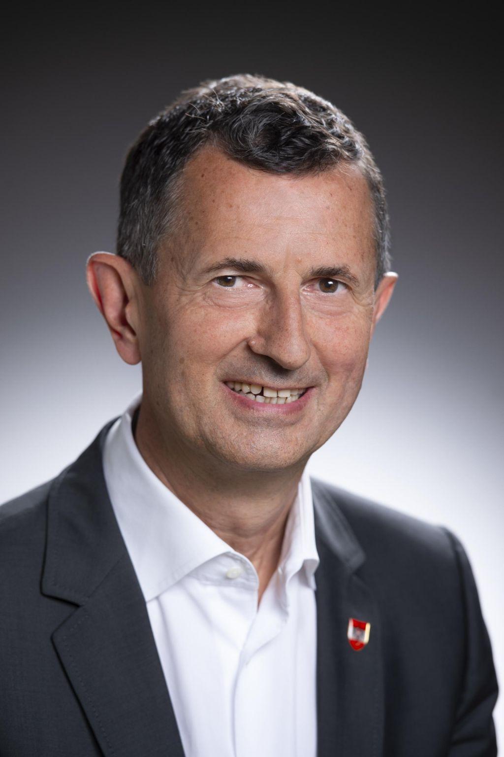 Avstrijski obrambni minister zahteva več denarja za obrambo