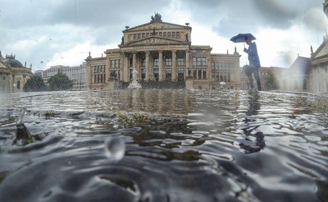 Nad nemškim gospodarstvom je vse več temnih oblakov, po industriji so zdaj v težavah še ponudniki storitev, ugotavlja berlinski inštitut DIW. AFP