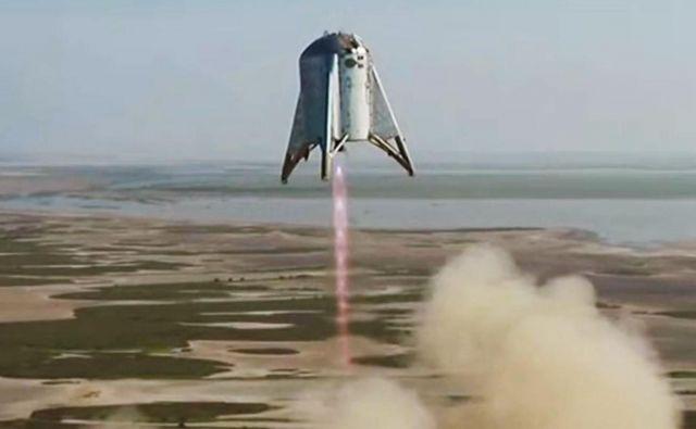 Starhopper poganja en sam motor Raptor, končna verzija pa naj bi jih imela šest. Foto Spacex