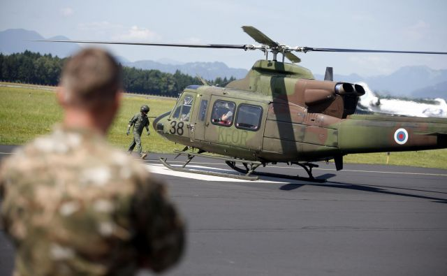 Skladno s koalicijsko pogodbo naj bi ministrstvo za obrambo obnovilo floto helikopterjev. FOTO: Roman Šipić