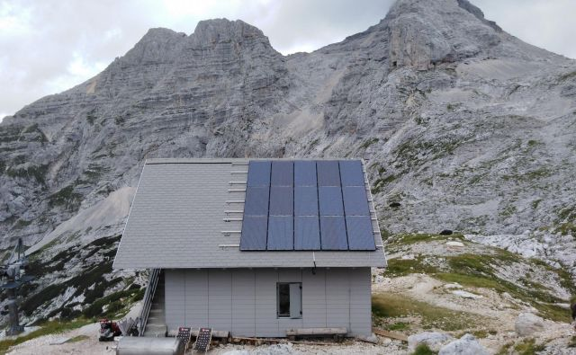 Pogačnikov dom na Kriških podih je vključen v evropski projekt Life SustainHuts. FOTO: Valentin Rezar