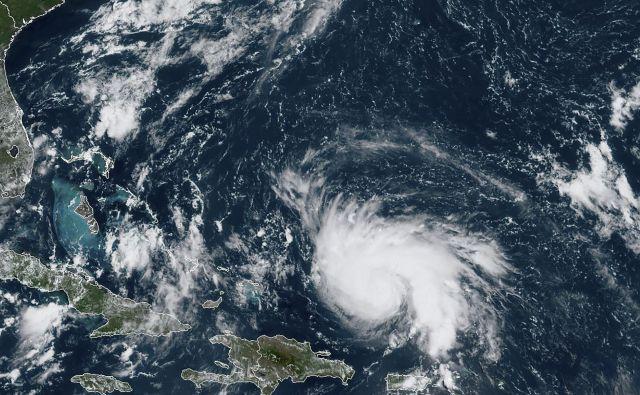 Orkan Dorian naj bi se okrepil jutri in izjemno moč ohranil čez celoten vikend. FOTO: AFP