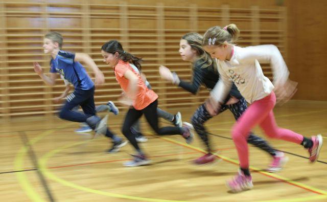 Če otroka vpišemo v vse mogoče dejavnosti in ga vozimo s treninga na trening, mu ne bomo naredili usluge, saj bo preobremenjen in bo hitro izgubil veselje do športa.<br /> FOTO: Tomi Lombar