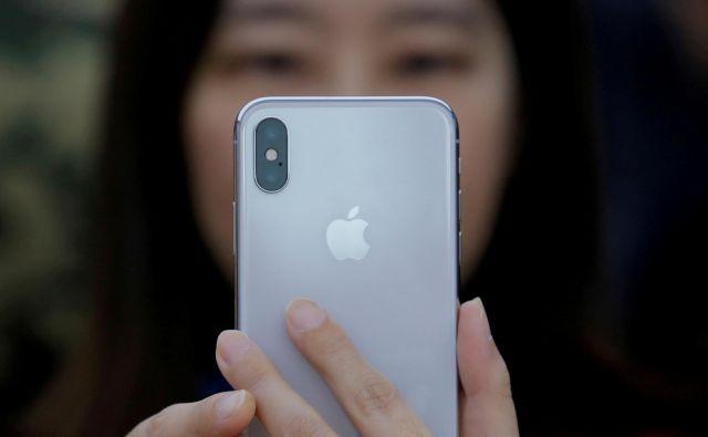 Googlova ekipa je Apple o ranljivostih obvestila že 1. februarja letošnjega leta, šest dni kasneje so pri Applu izdali popravke. FOTO:Thomas Peter/Reuters