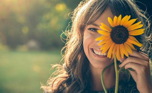 Videz sončnic vara – en cvet je sestavljen iz 1000 do 2000 manjših cvetov. FOTO: Shutterstock