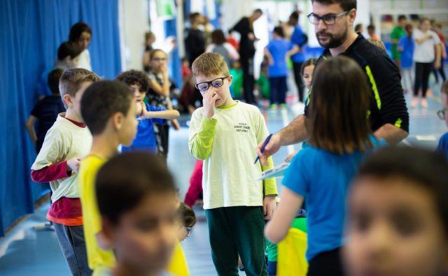 Osnovna naloga učencev je, da sodelujejo pri pouku, naloga šole pa, da vzpostavi varno šolsko okolje, poudarjajo na šolskem ministrstvu. FOTO: Jure Eržen/Delo