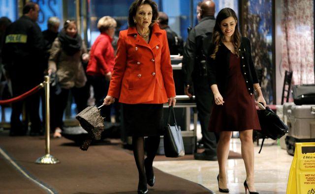 Westerhoutova v Trumpovi palači spremlja direktorico Roll-Royce Severne Amerike Marion C. Blakey. Foto Reuters Reuters