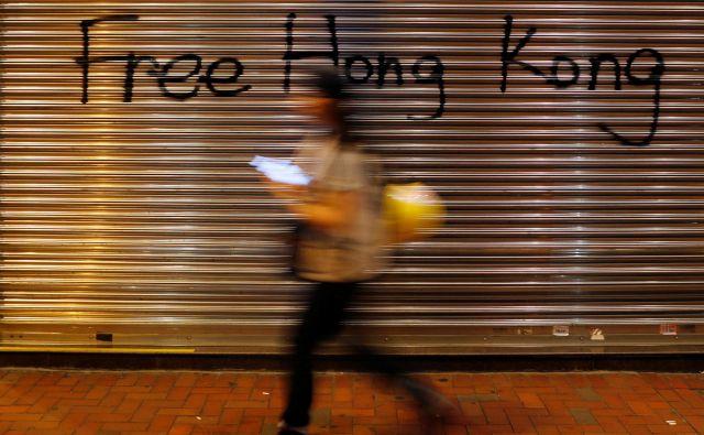 Demokratična koalicija Državljanske fronte za človekove pravice (CHRF), ki organizira množične proteste v Hongkongu, je sicer uradno odpovedala današnji protestni shod, ker zanj ni dobila odobritve policije. FOTO: Anushree Fadnavis/Reuters