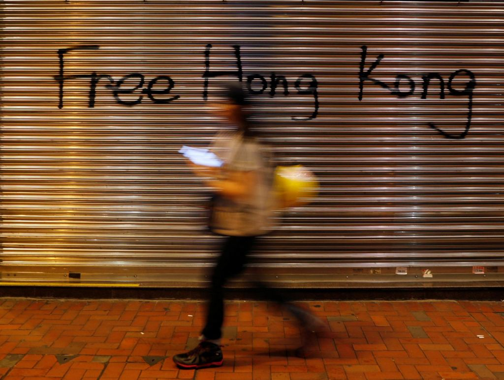 FOTO:Kljub prepovedi protestniki zopet na hongkonških ulicah