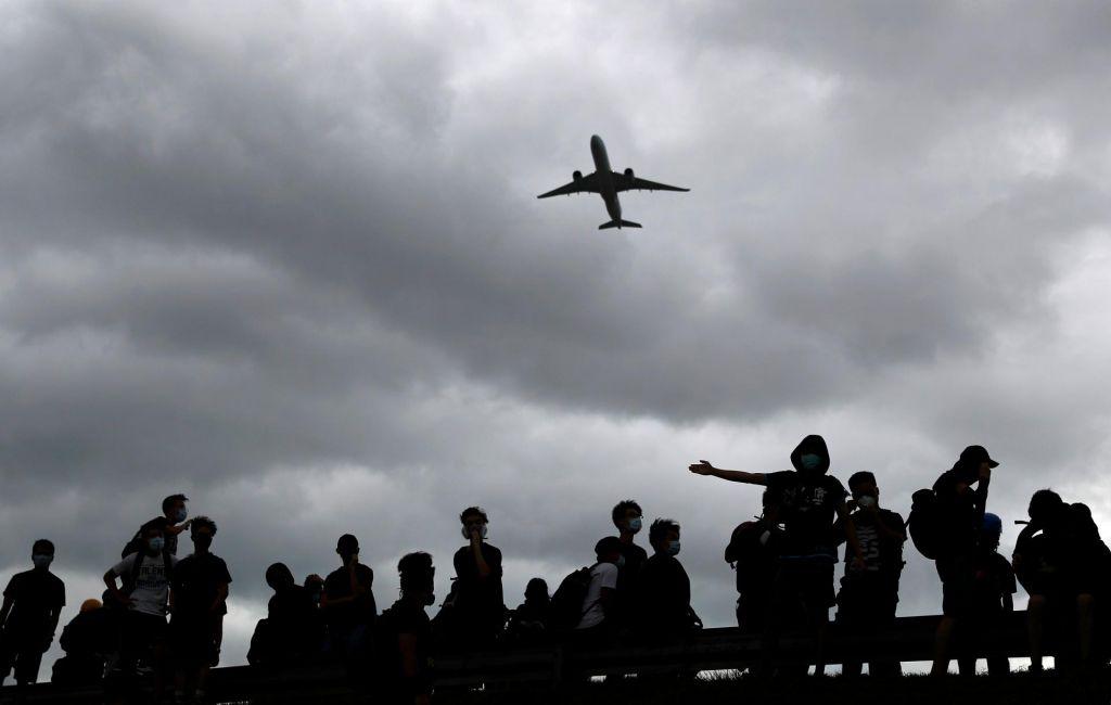 Več tisoč protestnikov ponovno na hongkonškem letališču