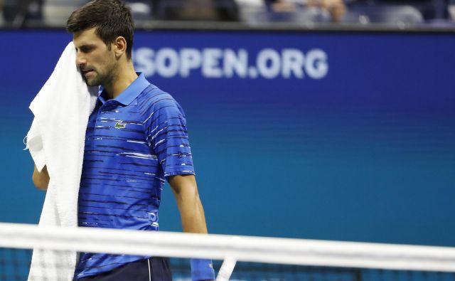 Novak Đoković je moral zaradi poškodbe rame predati dvoboj proti Stanu Wawrinki. FOTO: Usa Today Sports